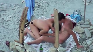 Shameless amateur couple oral sex at the beach