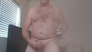 Danrun daddy here workong my dick on a friday afternoon and cumming