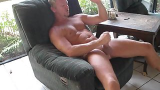 Wanking my sausage off for big load