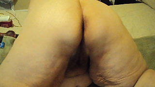 Short vid of me flashing off for you mature bbw ass