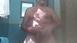 Danrun blows jummy stream on mummy monday