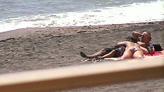 Oral pleasure on the beach