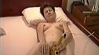 Cate orgasming quickly on a massager