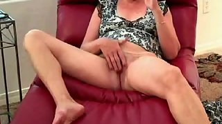 Filming wifey use her first dildo