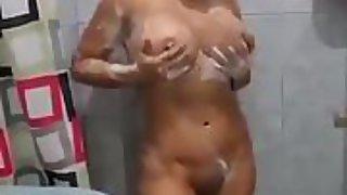 Rica hembra de gran culo mostrandose