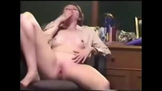Horny wife 5 fingers deep orgasm